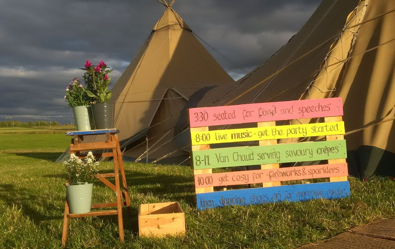 Van Chaud featuring on Catherine & Harriet's wedding Pallet time table